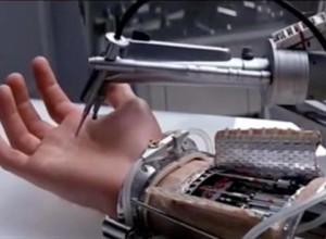 Luke-Skywalker-prosthetic